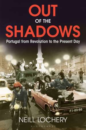 Out of the Shadows: Portugal from Revolution to the Present Day de Dr. Neill Lochery