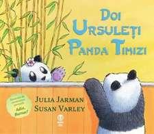 Doi ursuleţi panda timizi